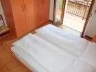 ferienwohnung-torri-del-benaco-mit-pool-Elternzimmer-0002