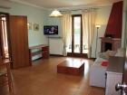ferienwohnung-torri-del-benaco-mit-pool-Wohnzimmer-0001