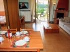 ferienwohnung-torri-del-benaco-mit-pool-Wohnzimmer-0005