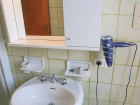 ferienwohnung-torri-del-benaco-mit-pool-Bad-0005