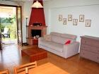 ferienwohnung-torri-del-benaco-mit-pool-Wohnzimmer-0002
