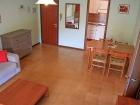 ferienwohnung-torri-del-benaco-mit-pool-Wohnzimmer-0003